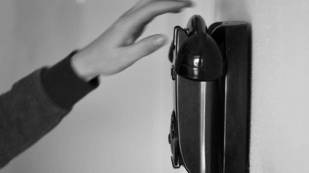 Nummer draaien op draaischijf vintage telefoon © 2018 Matthijs Jonker Fotografie