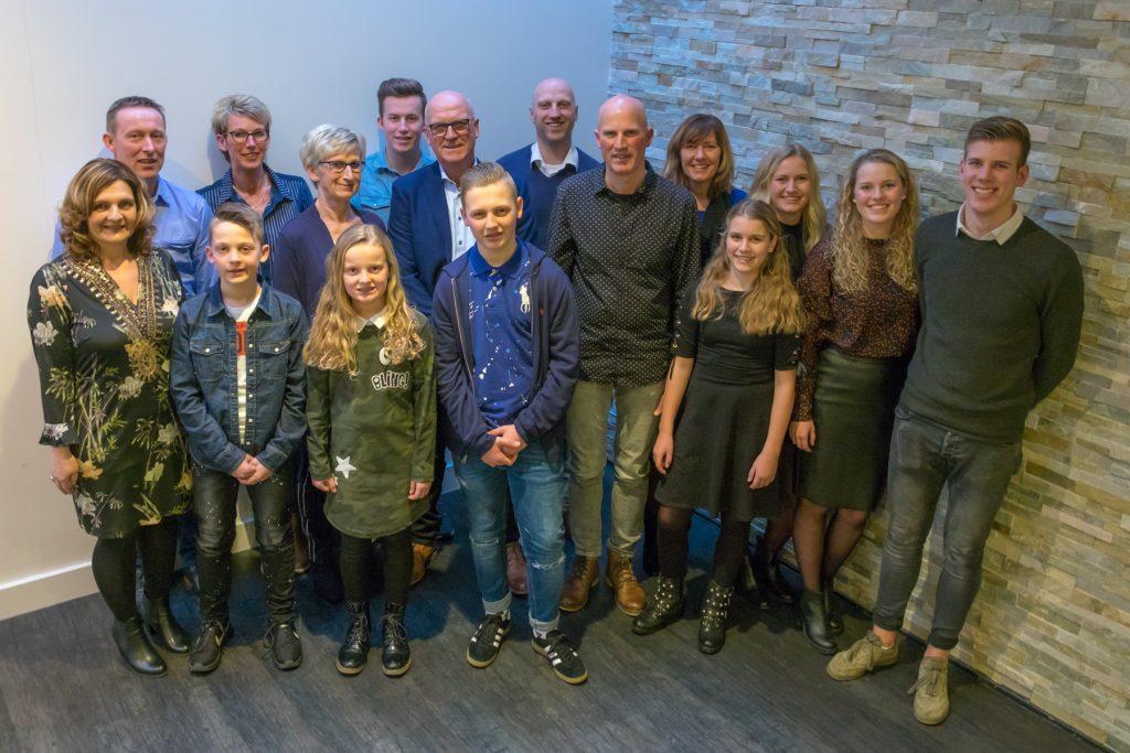 Groepsfoto - Familie fotoshoot Kooiker, Hertenkamp Asserbos Assen © 2018 Matthijs Jonker Fotografie