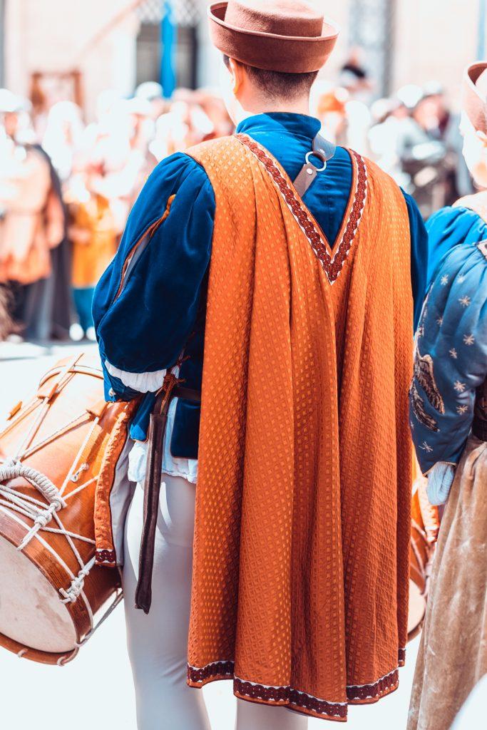 Middeleeuws festival, tamboer - the ORANGE series - Malta © 2018 Matthijs Jonker Fotografie