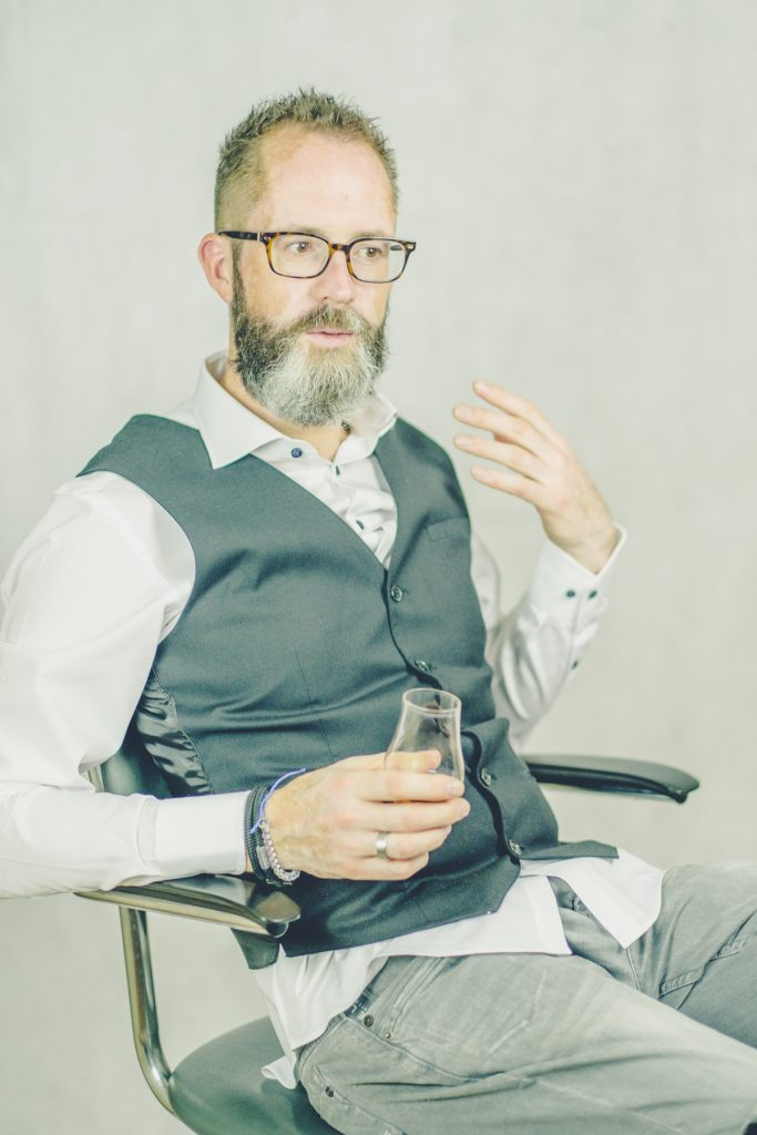 Whiskey proeven, Linkedin fotoshoot Nadort #8, Lelystad © 2018 Matthijs Jonker Fotografie