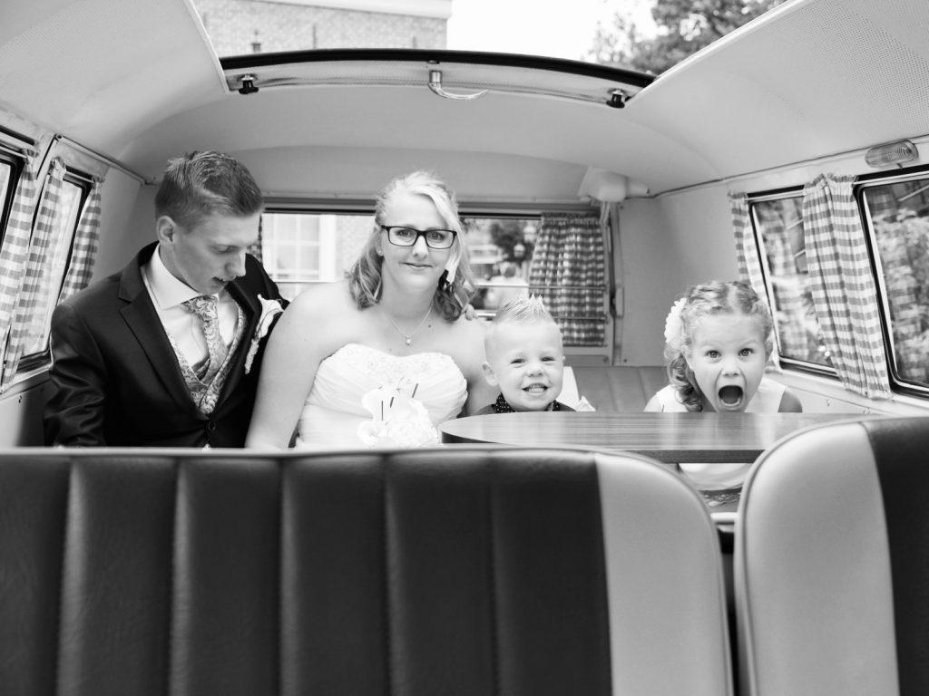 Ahhhhhh!!! in de Volkswagen T1 - Bruiloft Polet-Woensdregt Drents Museum Assen © 2016 Matthijs Jonker Fotografie