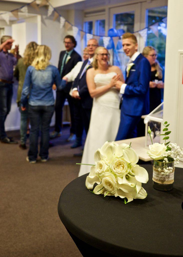Bruidsboeket receptie GKV Noorderlicht Assen - Bruiloft Polet-Woensdregt GKV Noorderlicht Assen © 2016 Matthijs Jonker Fotografie