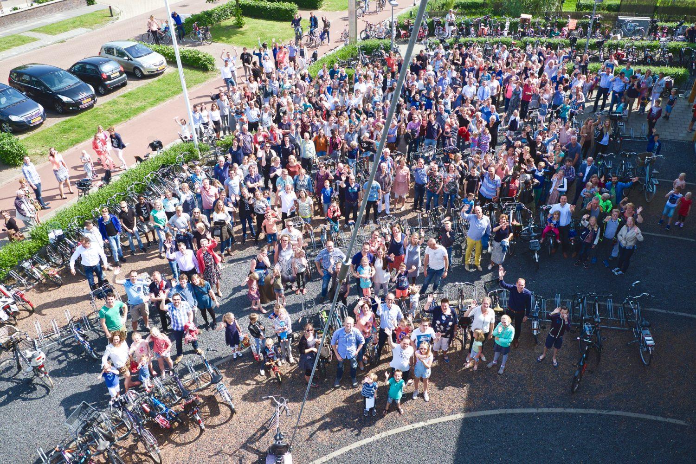 Groepsfoto gemeenteleden afscheid predikant GKV Lichtpunt Assen © 2016 Matthijs Jonker Fotografie