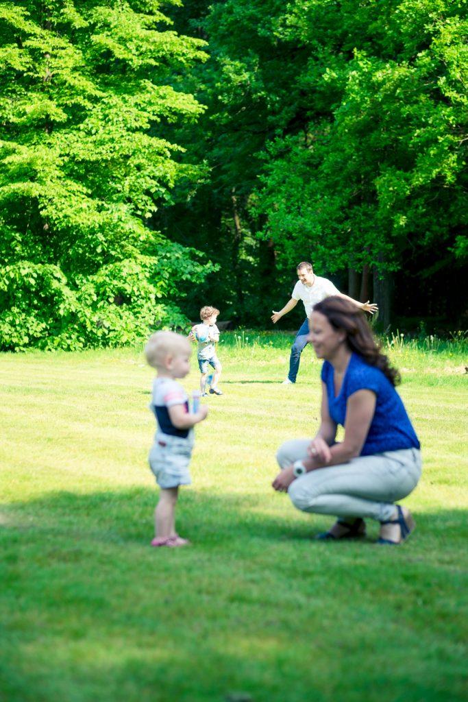 Happy family - fotoshoot Ter Linden/Weening - Asserbos - © 2018 Matthijs Jonker Fotografie
