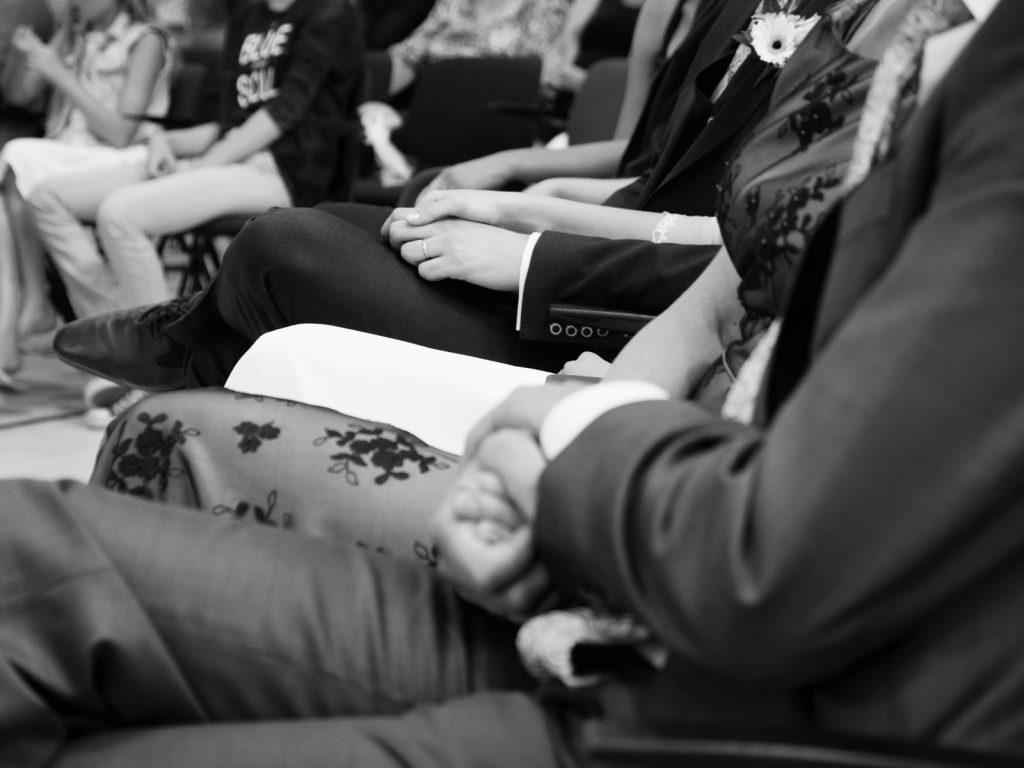 Holding hands - Bruiloft Lennart en Salomé, GKV Zeewolde © 2016 Matthijs Jonker Fotografie