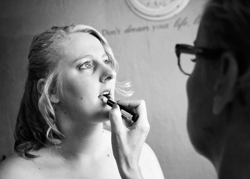 Lippenstift - Bruiloft Polet-Woensdregt Assen © 2016 Matthijs Jonker Fotografie