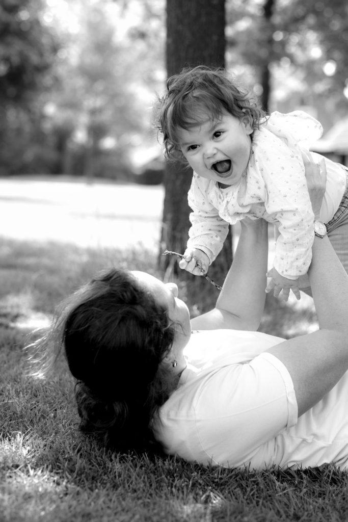Moeder met dochter #2 - Familie fotoshoot Boermans, Hof van Saksen, Rolde © 2018 Matthijs Jonker Fotografie