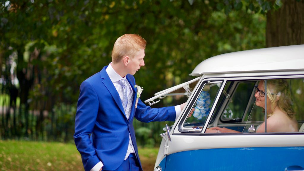 Samen bij Volkswagen T1 - Bruiloft Polet-Woensdregt Drents Museum Assen © 2016 Matthijs Jonker Fotografie