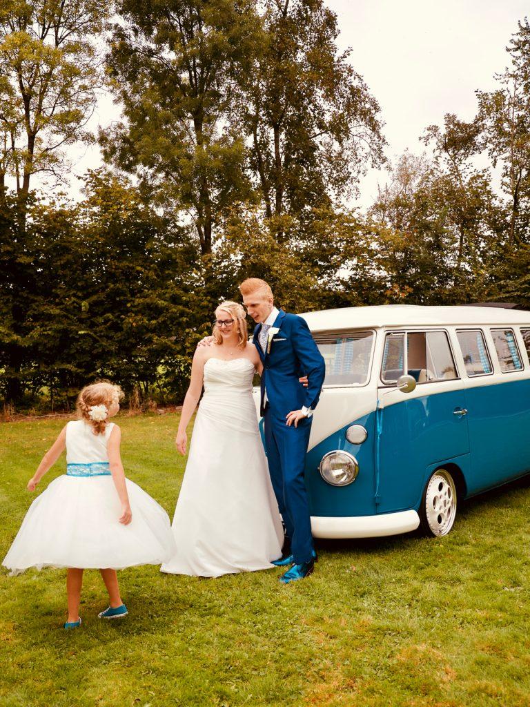 Dansend bruidsmeisje - Bruiloft Polet-Woensdregt Assen © 2016 Matthijs Jonker Fotografie