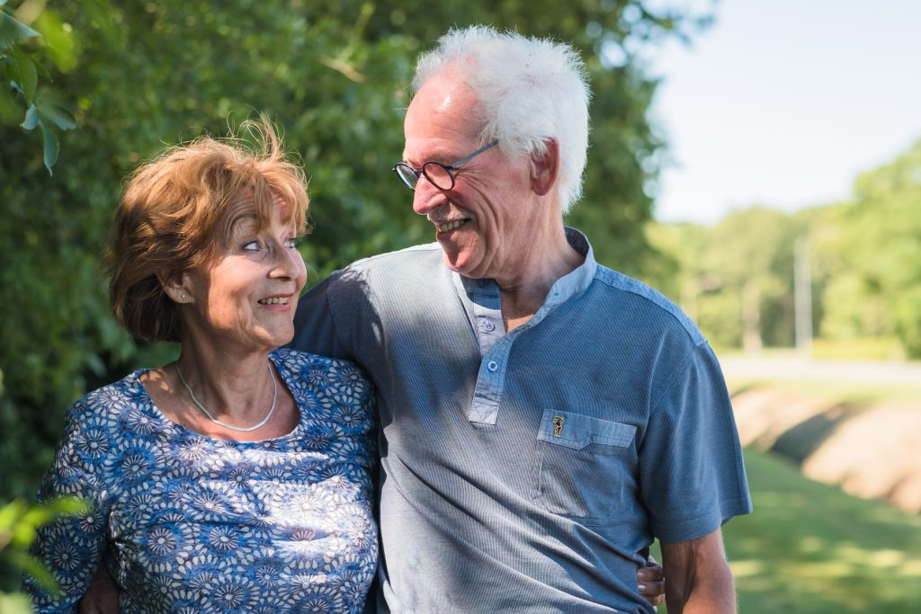 grootouders, familiefotoshoot Gruben, Hof van Saksen, Rolde © 2018 Matthijs Jonker Fotografie
