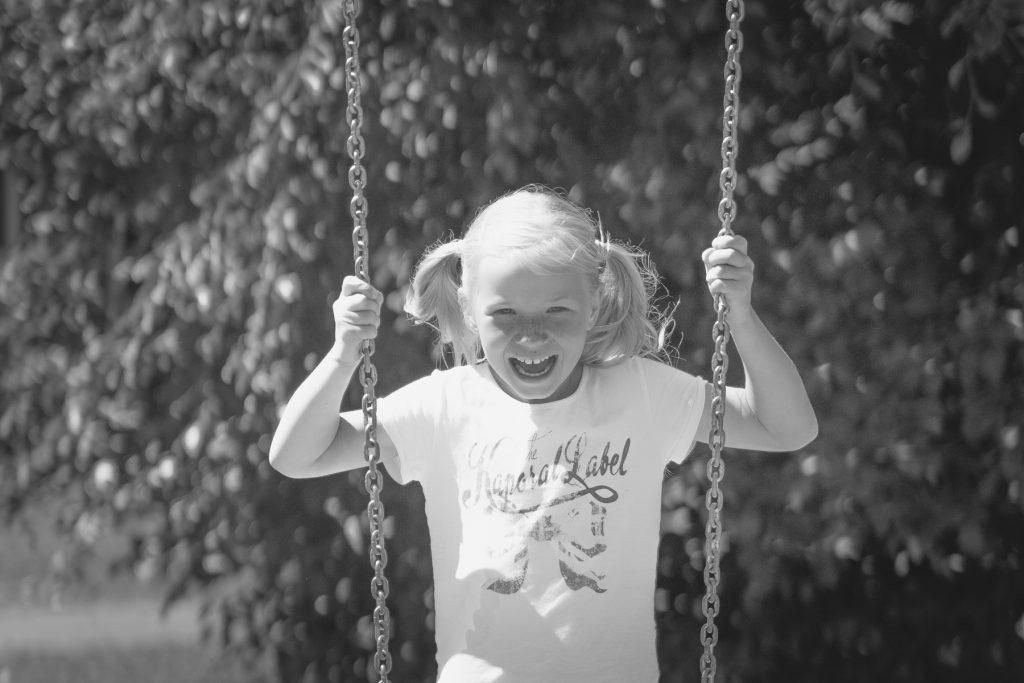 portret meisje, familiefotoshoot Gruben, Hof van Saksen, Rolde © 2018 Matthijs Jonker Fotografie