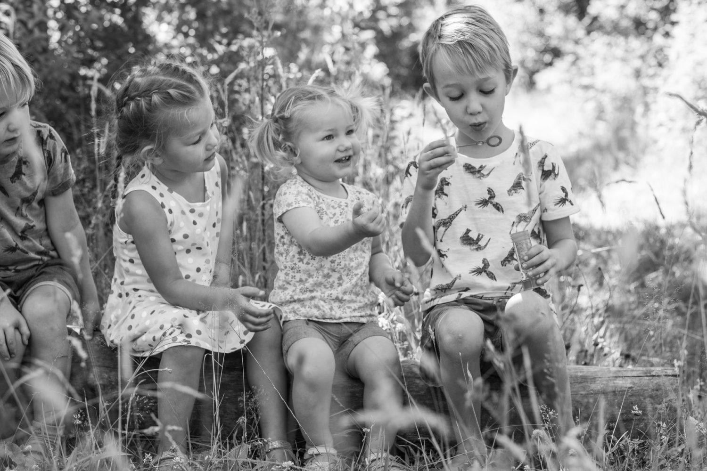 vier op een rij, Gezinsshoot Oudijk, Hof van Saksen, Rolde © 2018 Matthijs Jonker Fotografie