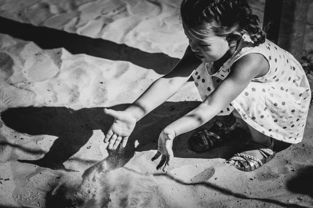 zand, Gezinsshoot Oudijk, Hof van Saksen, Rolde © 2018 Matthijs Jonker Fotografie